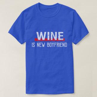 T-shirt Le vin est Saint-Valentin drôle de nouvel ami