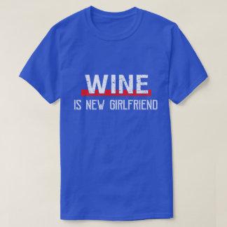 T-shirt Le vin est Saint-Valentin drôle de nouvelle amie