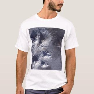 T-shirt Le volcan de Bezymianny montre une plume modeste