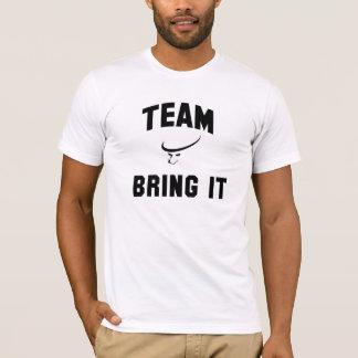 T-shirt L'équipe des hommes lui apportent la chemise