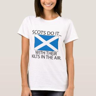 T-shirt Les Ecossais le font… Avec leurs kilts dans le