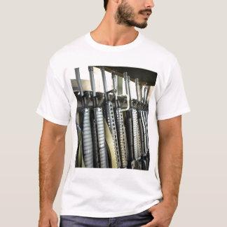 T-shirt Les fusils d'assaut se tiennent prêts sur le