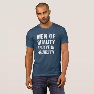 T-shirt Les hommes de la qualité croient à la pièce en t
