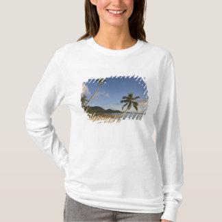 T-shirt Les Seychelles, île de Mahe, paume horizontale,