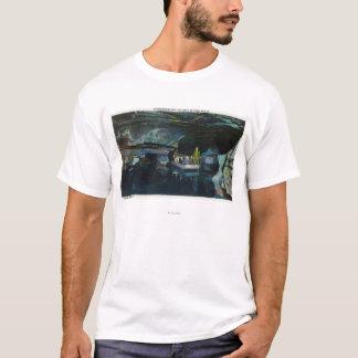 T-shirt Les touristes s'approchent du pilier naturel