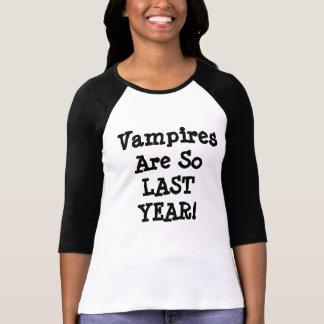 T-shirt Les vampires sont tellement L'ANNÉE DERNIÈRE !