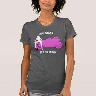 T-shirt Les vraies femmes montent leur propre réservoir