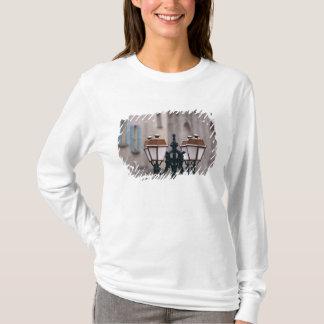 T-shirt L'Europe, France, Forcalquier. Vieux patiné