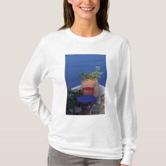 T-shirt L'Europe, Grèce, Santorini. Terrasse avec la vue