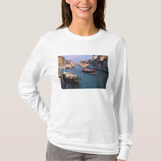 T-shirt L'Europe, Italie, Venise. Bateaux apportant dedans