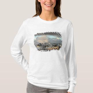T-shirt Lever de soleil sur les gammes de montagne sur les