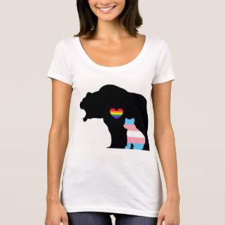 T-shirt LGBTQUIA+ Ours protégeant l'ours de transport