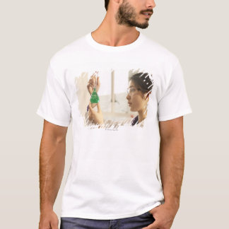 T-shirt Liquide de examen de scientifique dans le becher