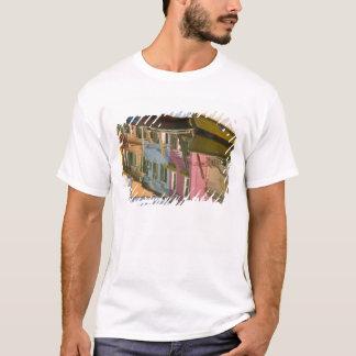 T-shirt L'Italie, Burano. Bateaux sur un canal avec