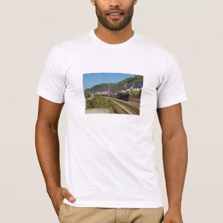 T-shirt Locomotive à vapeur avec le train spécial dans les