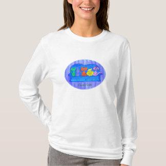 T-shirt Longs chats de divan de pièce en t de la douille