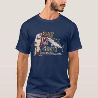T-shirt L'ours contre le requin, qui gagnera ?