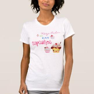 T-shirt Maintenez calme et mangez les petits gâteaux