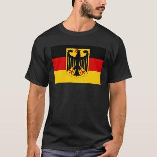 T-shirt Manteau des bras allemand sur le drapeau