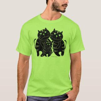 T-shirt mauvais de famille de chat noir
