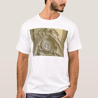 T-shirt Médaillon dépeignant le baptême de Constantine
