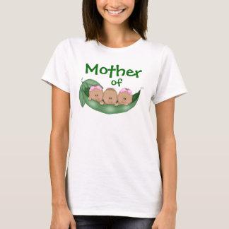 T-shirt Mère des triplets mélangés avec la peau foncée