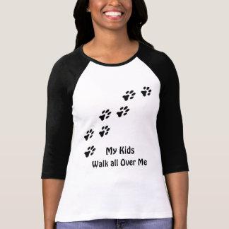 T-shirt Mes enfants marchent partout je des pattes drôles
