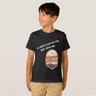 """T-shirt """"Mes jeux de maman dans la saleté avec moi."""""""