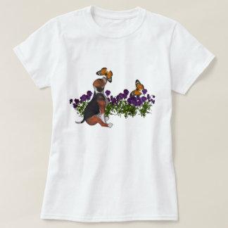 T-shirt mignon de chien de fleurs de papillons de