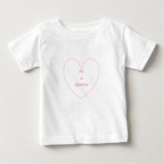 T-shirt mignon et beau de coeur