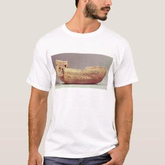 T-shirt Modèle d'un bateau avec une haute plate-forme de