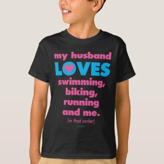 T-shirt Mon mari aime des triathlons (le texte seulement)