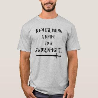 T-shirt N'apportez jamais un couteau à un swordfight !
