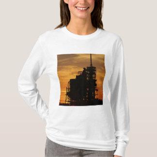 T-shirt Navette spatiale l'Atlantide sur la plate-forme de