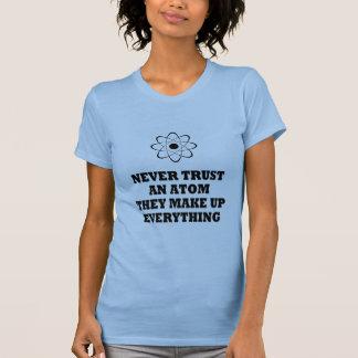 T-shirt Ne faites jamais confiance à un atome qu'ils