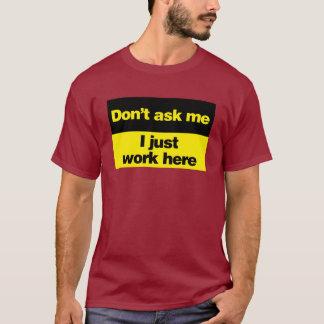 T-shirt Ne me demandez pas que je travaille juste ici