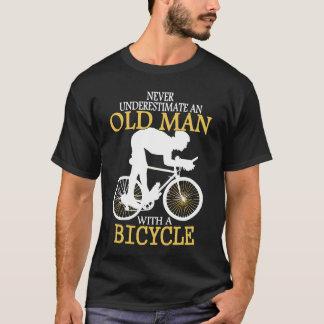 T-shirt Ne sous-estimez jamais le vieil homme de
