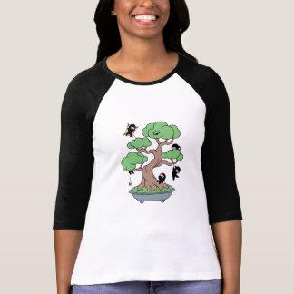 T-shirt Ninjas minuscule dans l'arbre de bonsaïs