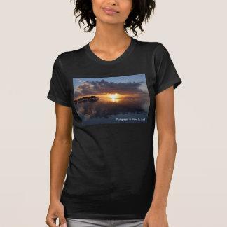 T-shirt noir de dames de coucher du soleil de