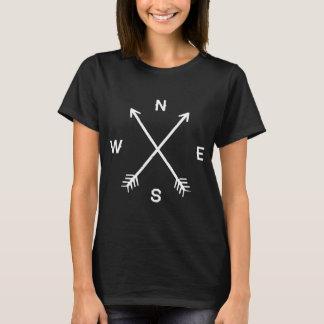 T-shirt noir de flèches de boussole