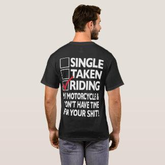 T-shirt noir de l'équitation des hommes classiques