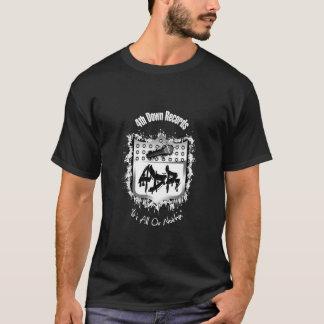 T-shirt Noircissez le 4ème enregistre vers le bas le