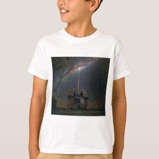 T-shirt Observer la manière laiteuse utilisant l'étoile de