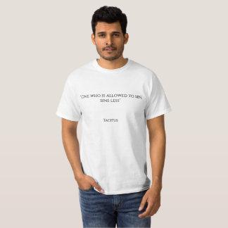 """T-shirt """"On qui est permis de sin, sins moins """""""