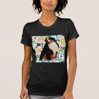 T-shirt Os de patte de trame de chien de montagne de
