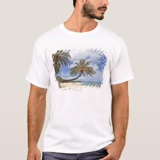 T-shirt Palmier se penchant au-dessus du sable au coucher