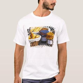 T-shirt Panier avec des croissants et des pains de