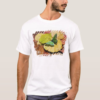 T-shirt Papillon sur les feuilles humides d'automne