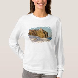 T-shirt Parc d'état fendu de phare de roche sur le lac
