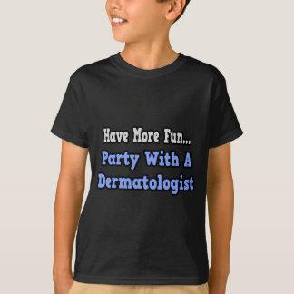 T-shirt Partie avec un dermatologue